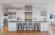 Lý do tuyệt đối không nên sơn toàn bộ nội thất tủ bếp màu trắng